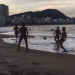 Pessoas em lazer na Barra da Tijuca