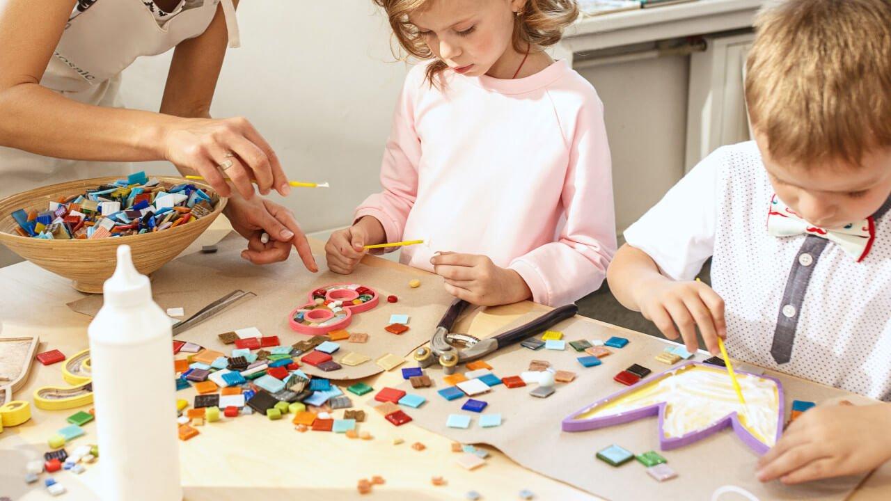 criancas em atividade ludica